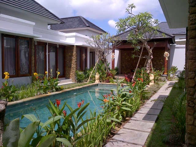 Pool Area 7 of 16