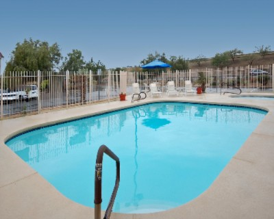 Outdoor Heated Pool 4 of 12