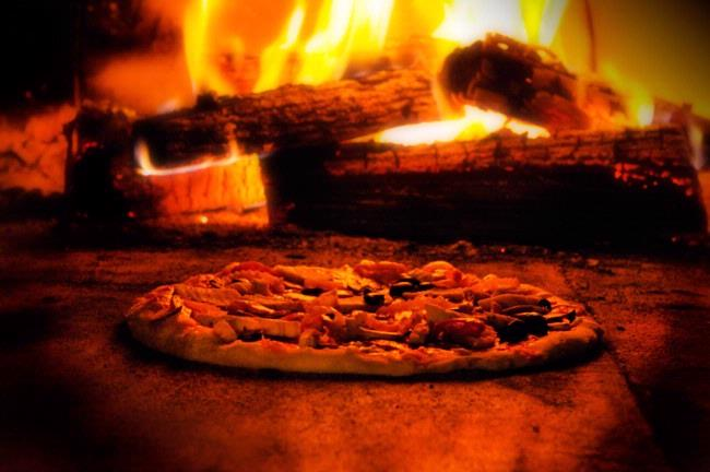 The Best Wood Oven Fire Pizza 8 of 14