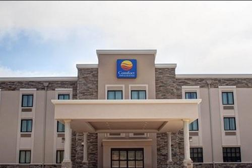 Comfort Inn & Suites Caldwell 1 of 16