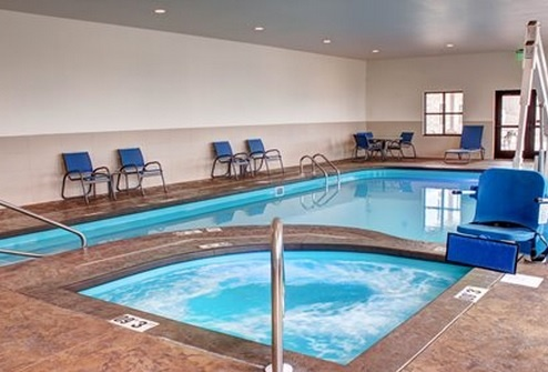 Indoor Heated Pool & Hot Tub 13 of 16