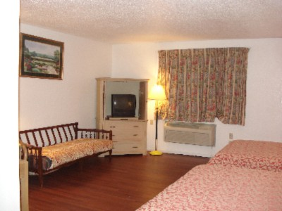 Guess Room -Double Beds 3 of 10