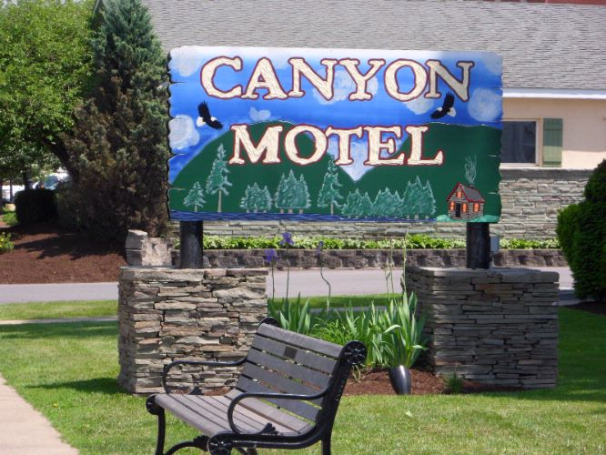 Canyon Motel 1 of 4