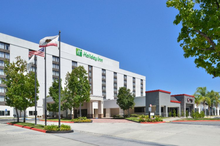Holiday Inn La Mirada Near Disneyland 1 of 31