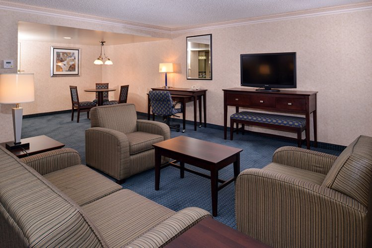 King Executive Suite Non-Smoking Holiday Inn La Mirada Near Disneyland 15 of 31