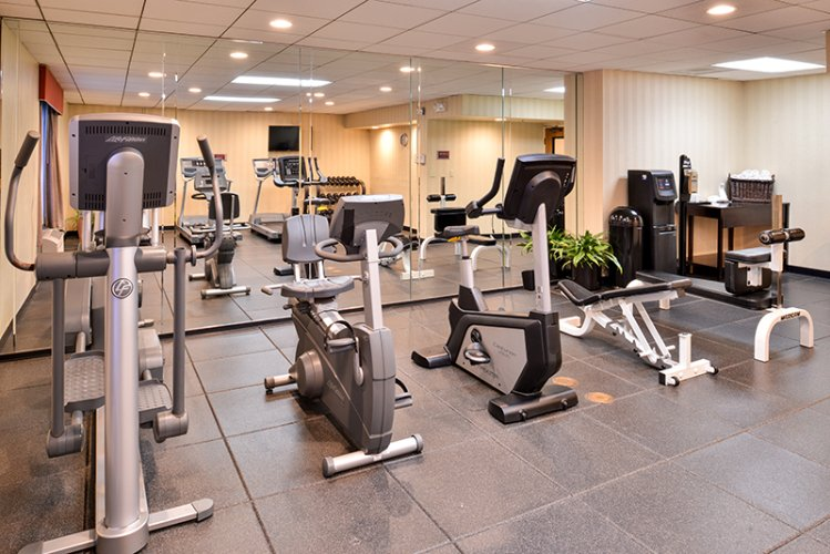 24hr Fitness Center Holiday Inn La Mirada Near Disneyland 19 of 31