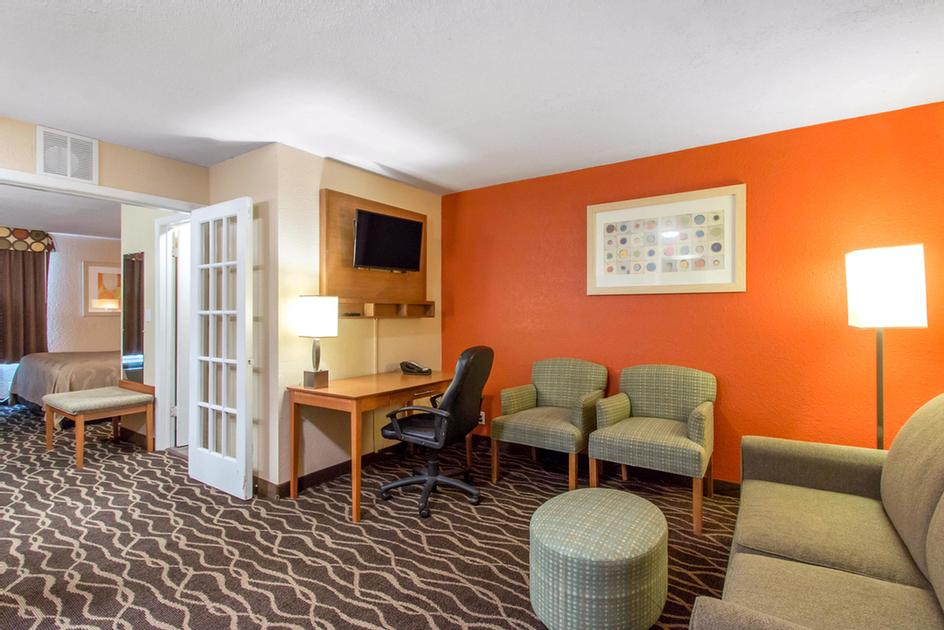 Howard Johnson Inn & Suites Ft. Sam Houston / at &