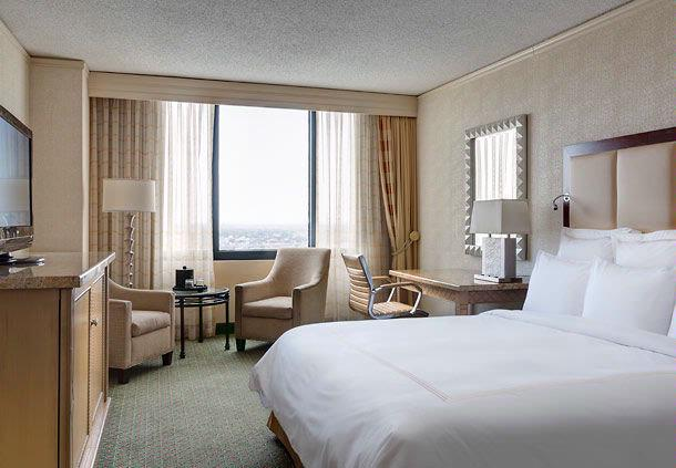 Sophisticated Guest Rooms All With City Views 5 of 7