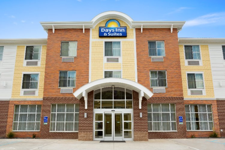 Days Inn & Suites 1 of 16