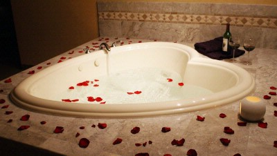 Jacuzzi Suite Heart Shaped Tub 8 of 11
