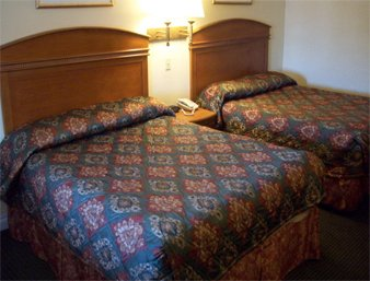 Room With Two Queen Bed 4 of 6