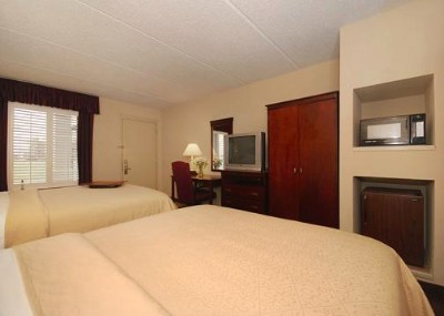 All Rooms Have Tv Microwave And Refrigerator 4 of 10