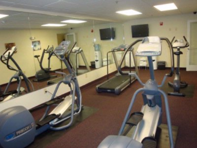 Fitness Center 15 of 16