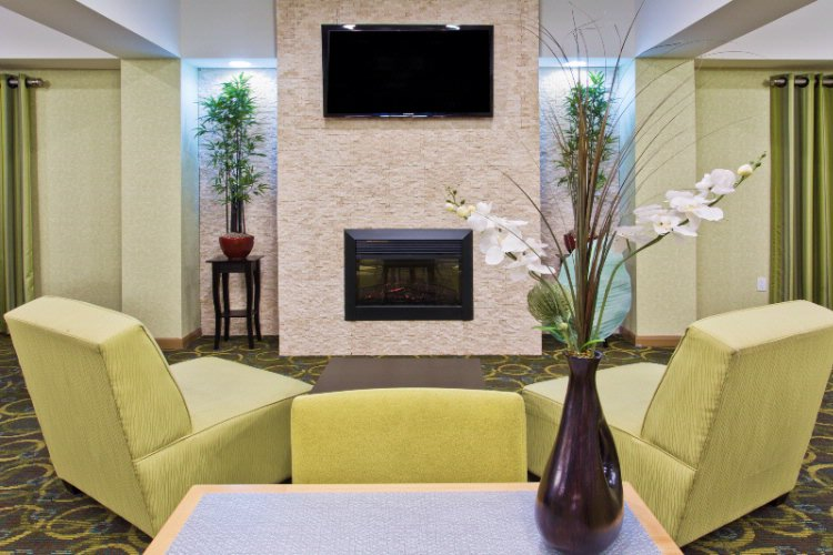 Our Great Room Is A Great Place To Socialize And Watch Our Large Flat Screen Tv. 10 of 15