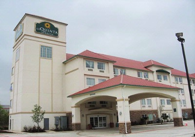 La Quinta Inn & Suites Fiesta Texas 1 of 4