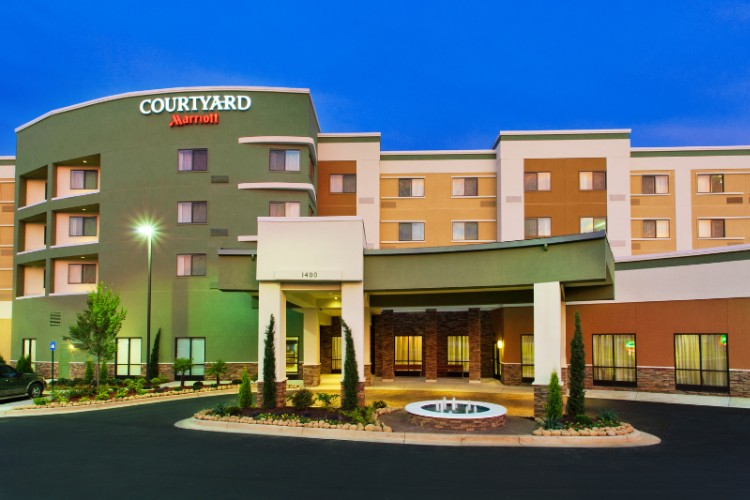 Courtyard by Marriott 1 of 12