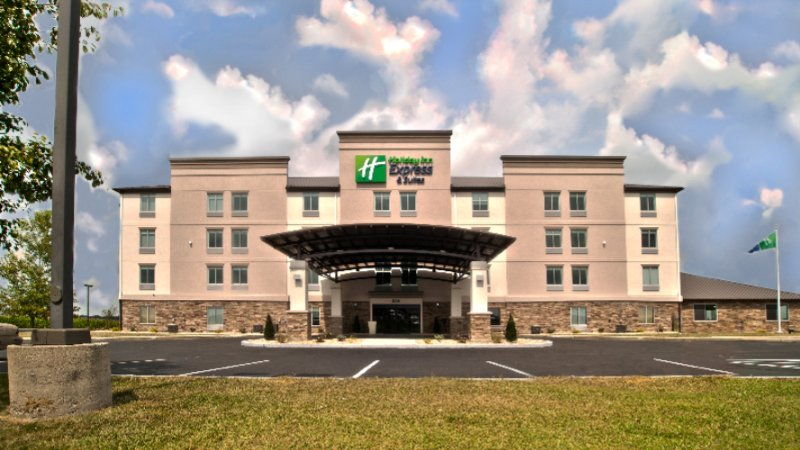 Holiday Inn Express & Suites Evansville North 1 of 13