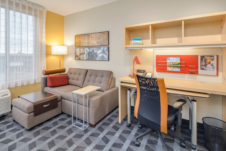 Spacious Suites With Ample Working Space And Pull-Out Sofa Sleeper In All Rooms 4 of 10