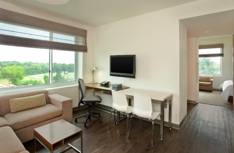 Executive Suite 14 of 16