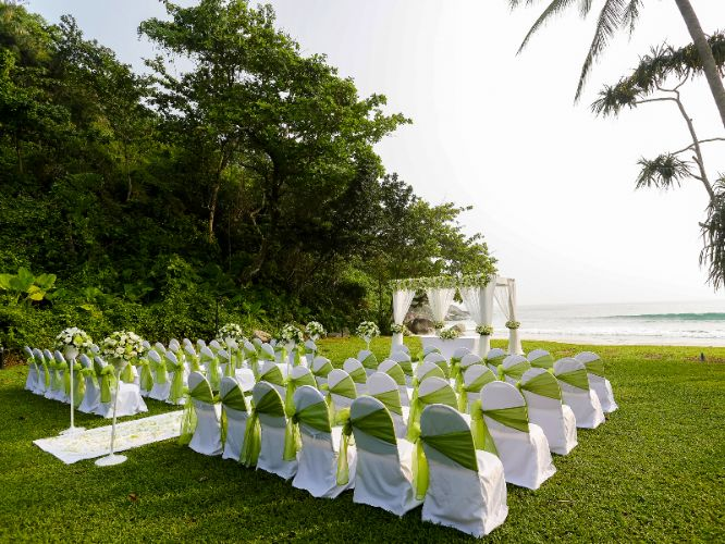 Dreamy Beachside Weddings 25 of 31