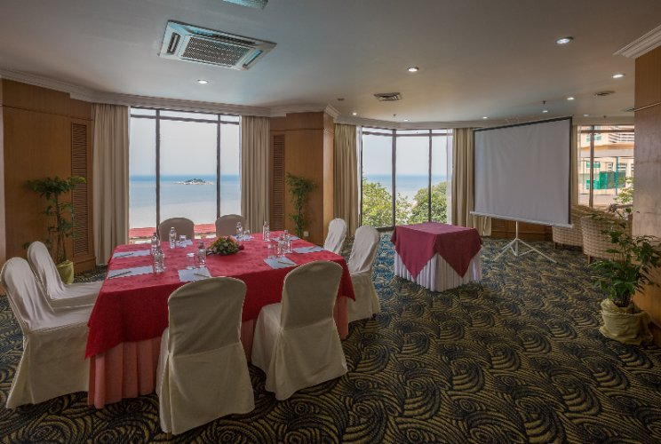 Function Room 27 of 31