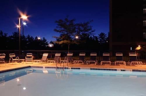 Hampton Inn Columbus Dublin Outdoor Pool 4 of 11
