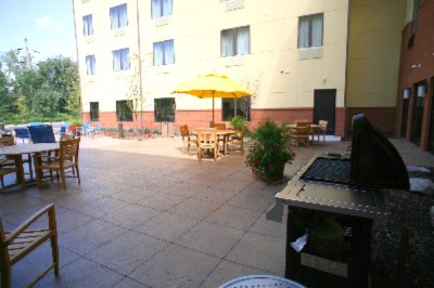 Our Outdoor Patio Is Great For Bbqing Or Sunning! 9 of 15