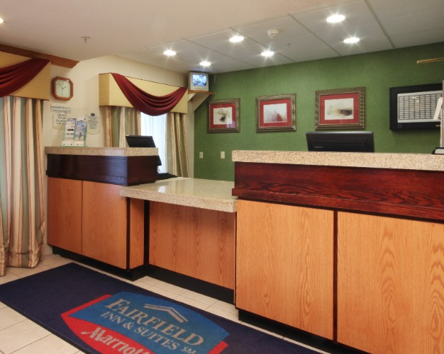 Front Desk 17 of 22