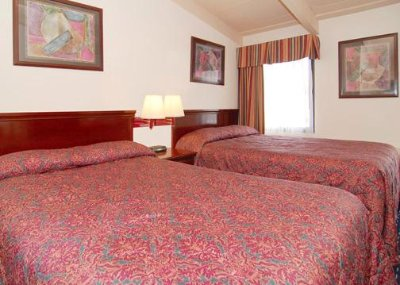 Deluxe Room With 2 Queen Beds 3 of 5