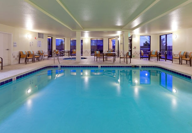 Spacious Indoor Pool And Jacuzzi 7 of 8