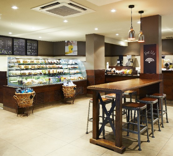 The Starbucks Coffee Shop Is Located On The Ground Floor Of The Hotel. Serving A Wide Variety Of Teas Coffees Sandwiches And Pastries Along With Specialty Offerings Throughout The Seasons The Store Is Open Seven Days A Week. 9 of 19