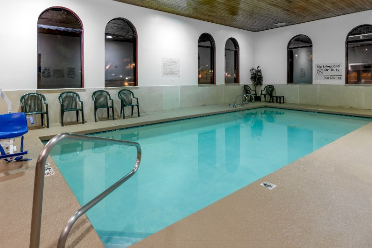 Indoor Swimming Pool 3 of 16