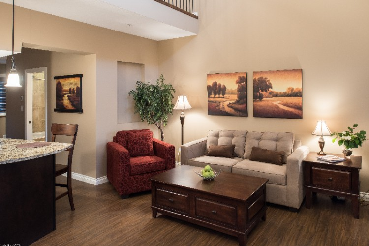 King Executive Living Area 10 of 15