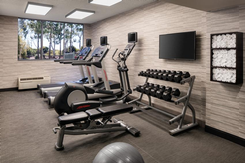 Fitness Room 6 of 17
