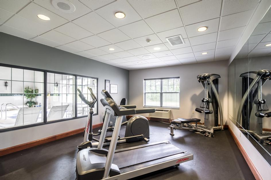 Fitness Center 14 of 17