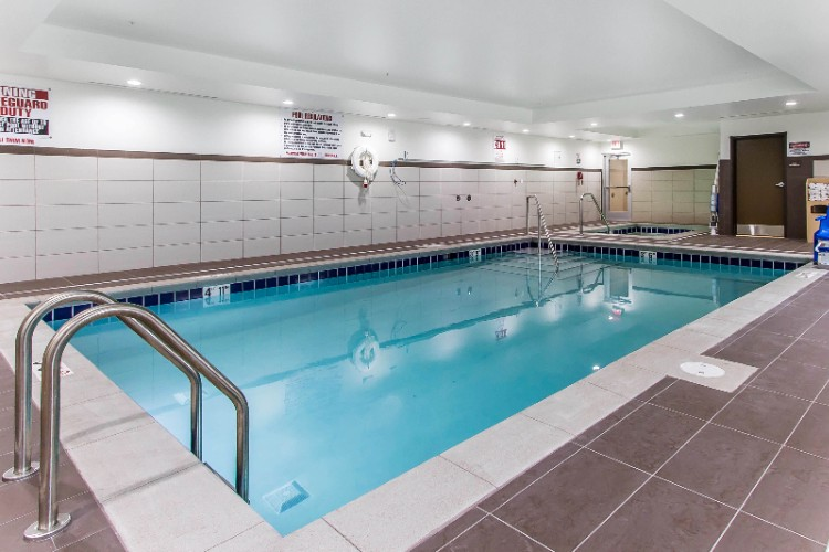 Large Indoor Swimming Pool 5 of 13