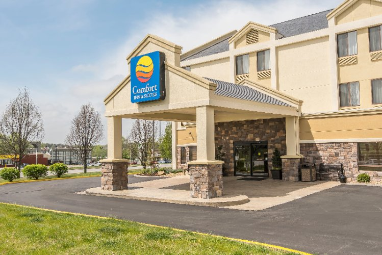 Comfort Inn & Suites Kansas City Northeast 1 of 7