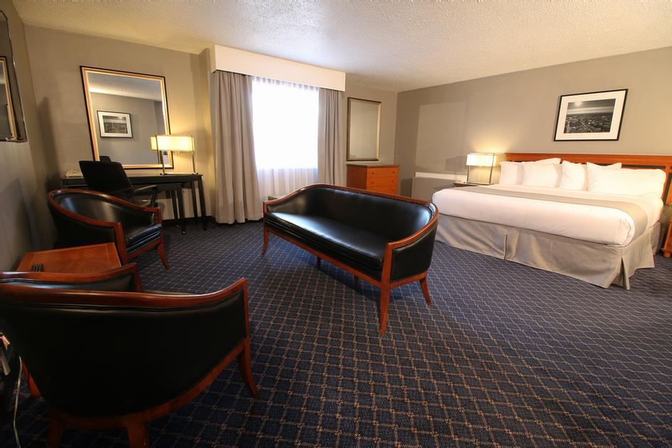 Executive Room With King Bed 6 of 12