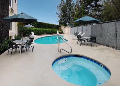 Outdoor Pool With Jacuzzi 7 of 16