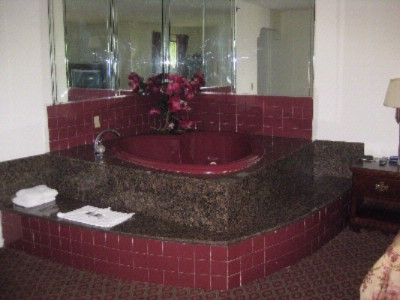 Honeymoon Suite Jacuzzi 4 of 5