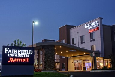 Fairfield Inn & Suites by Marriott Reading 1 of 4