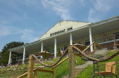 Riverboat inn madison in 906 east 1st 47250 - Clifty falls state park swimming pool ...