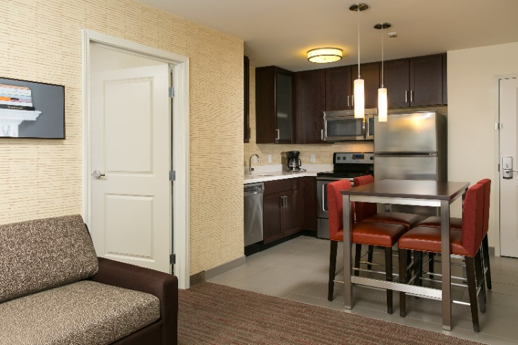 Our Two-Bedroom Suites Feature Two Private Bedrooms Each With Their Own Flat-Screen Tv And Bathroom. The Latching Door Allows You The Privacy Of Your Own Room. 11 of 19