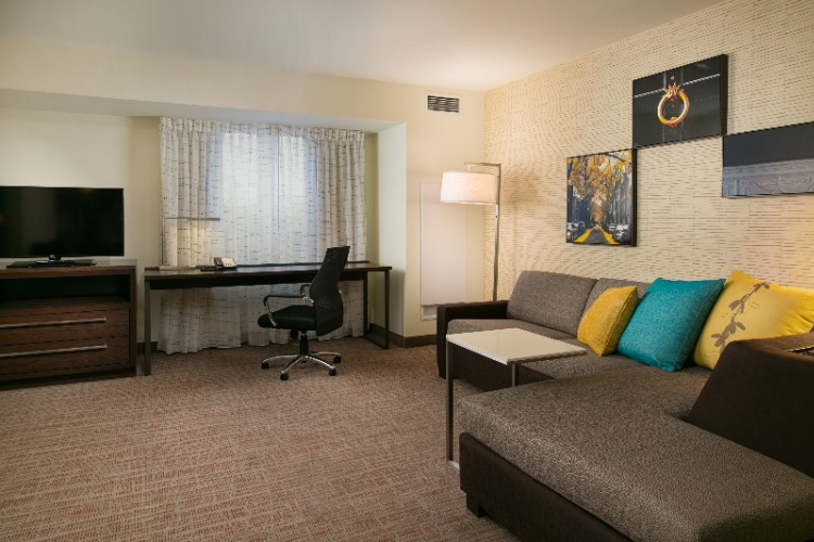 Each Suite At The Residence Inn Kansas City At The Legends Has A Pull-Out Sofa Large Work Desk And Flat-Screen Tv. 12 of 19