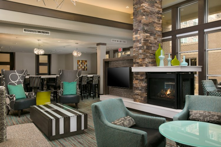 Our Inviting Lobby Provides An Intimate Area With Fireplace And Large Flat-Screen Tv. 3 of 19