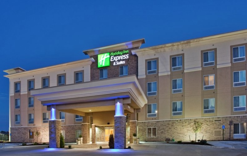 Holiday Inn Express & Suites Topeka North 1 of 6