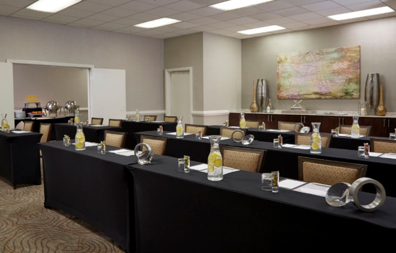 A Great Meeting Space For Intensive Programs Featuring In Room Dinning Area 12 of 31