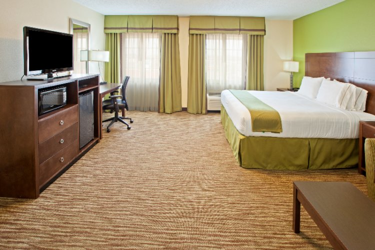 Executive King Room At The Holiday Inn Express Of Bowling Green 4 of 13