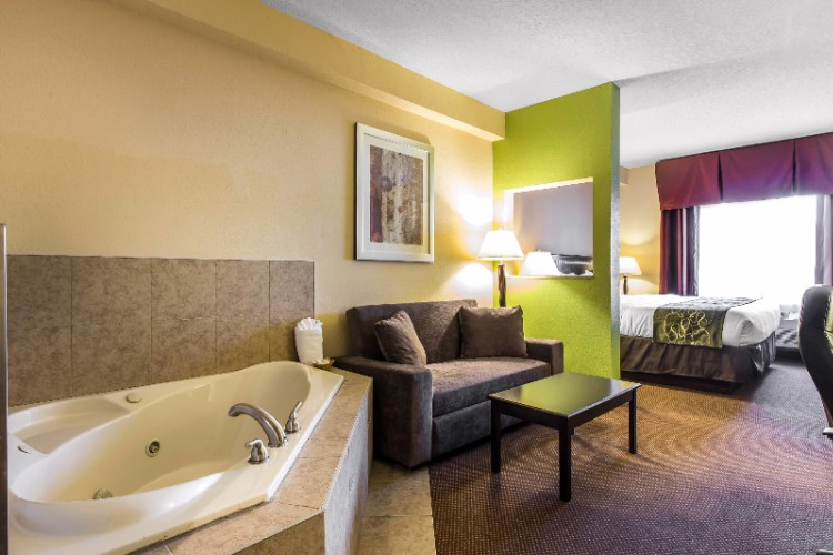 Suite With Whirlpool Tub 10 of 11
