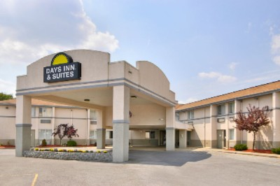 Image of Days Inn & Suites Bridgeport / Clarksburg